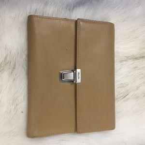 💯 Prada tan camel leather press lock wallet